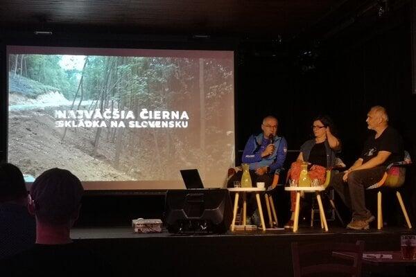 Diskusia o využívaní mestských lesov v Prešove. Ondrej Matej (vľavo) a šéf mestských lesov Juraj Hurný (vpravo).