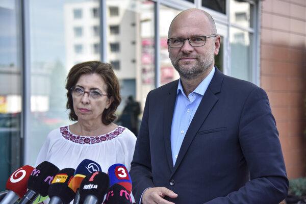 Predseda strany Sloboda a Solidarita (SaS) Richard Sulík, predsedníčka poslaneckého klubu strany SaS v Národnej rade SR Anna Zemanová.