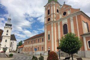 Kláštor začali stavať v roku 1740, o šesťdesiat rokov sa doň nasťahovali františkáni. Teraz bude najväčším kultúrnym centrom v regióne.