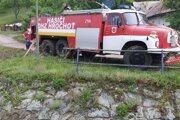 Pri likvidácii následkov záplavy pomáhali v Oravciach aj hasiči z Hrochote