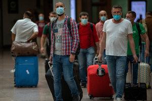 Pre stúpajúci počet nových prípadov infekcie koronavírusom neodporúčajú hygienici ísť na dovolenku do zahraničia. Ilustračné foto.