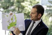 Koronavírus: Premiér Matovič ukazuje mapu menej rizikových krajín.