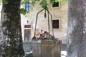 Pri kláštornej studni.