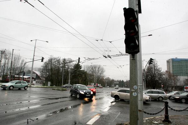 Plynulosť premávky na hlavnom ťahu by sa mala vďaka inteligentným križovatkám výrazne zvýšiť.