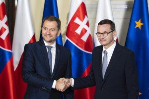 Slovenský premiér Igor Matovič (vľavo) a poľský premiér Mateusz Morawiecki.