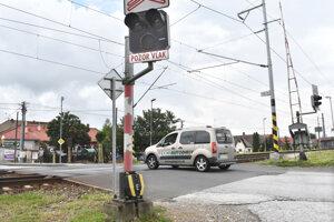 Priecestie v mestskej časti Ťahanovce plánujú Železnice Slovenskej republiky zrušiť. O niekoľko stoviek metrov ďalej má vzniknúť nadjazd.
