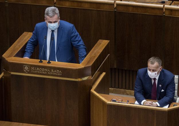 Ondrej Dostál počas rozpravy k odvolávaniu predsedu Národnej rady Borisa Kollára.