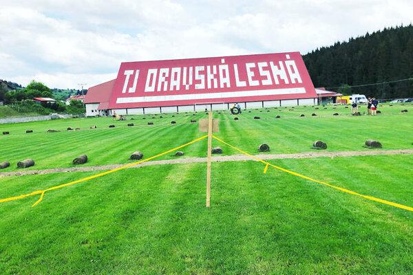 V Oravskej Lesnej bude zavlažovať trávnik osem trysiek.