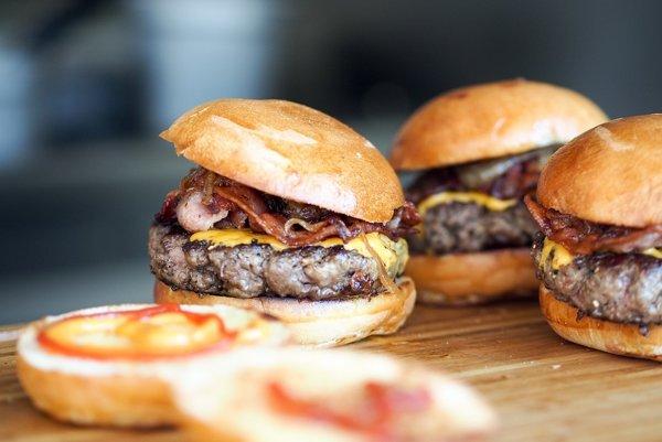 Clá na bravčové mäso z USA znížili jeho ceny na domácom trhu