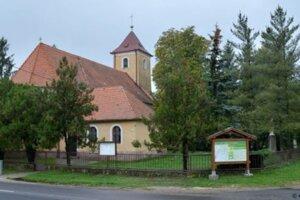 Kostol vo Velčiciach.