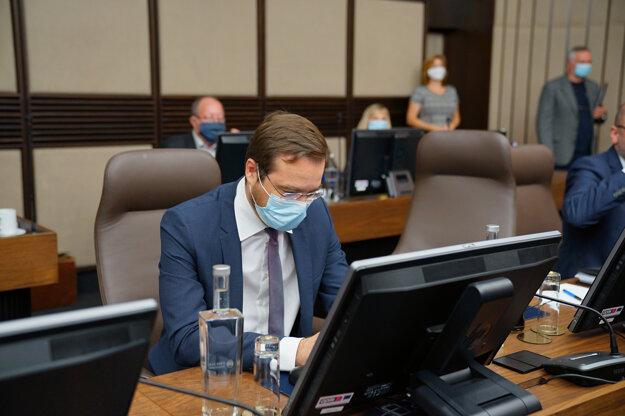 Minister zdravotníctva Marek Krajčí počas rokovania 30. schôdze vlády SR. Bratislava, 15. júl 2020