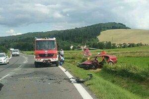 Zasahovali hasiči aj vrtuľník.