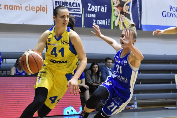 Barbora Bálintová (vľavo) bude aj v nasledujúcej sezóne obliekať dres poľského majstra.
