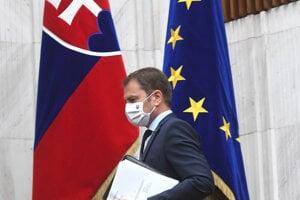 Premiér Igor Matovič pred začiatkom mimoriadnej schôdze na jeho odvolávanie.