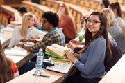 Motivačné štipendium možno priznať každému študentovi vysokej školy, teda aj študentom v externej forme štúdia a doktorandom.