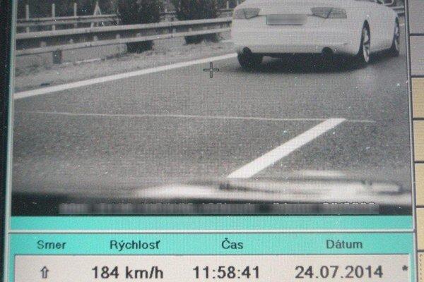 Radar odfotil Audi A8, ktoré šlo po diaľnici rýchlosťou 184 km/h.