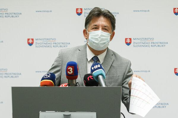 Minister životného prostredia odvolal riaditeľa envirofondu.