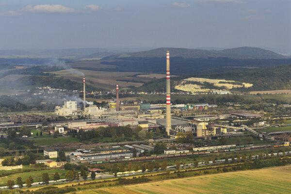 Letecký pohľad na areál firmy Bukóza Holding, a. s., v Hencovciach.