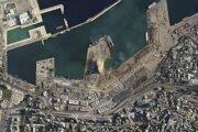 Satelitný záber na zničený prístav v Bejrúte.