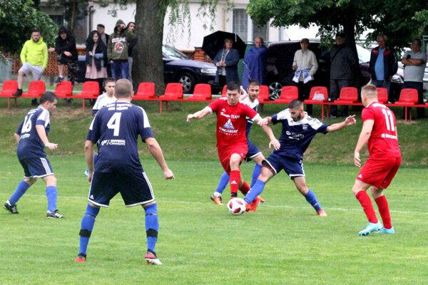 Obhajca trofeje z Klasova nastúpi na pôde Trnovca. Tieto dva kluby sa stretli aj v júnovom štvrťfinále v Klasove (3:2).