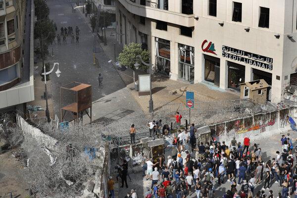 Demonštranti v uliciach Bejrútu.