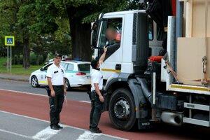 Veľká policajná akcia aj v Kremnici.