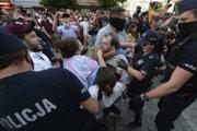 Polícia na proteste na podporu LGBT komunity vo Varšave zatkla 48 ľudí.