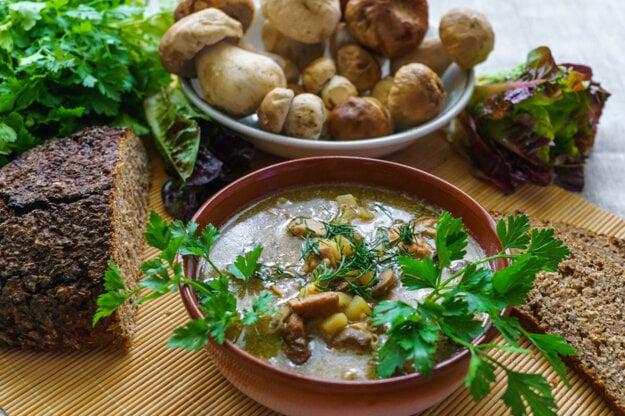 Hubová polievka na kyslo