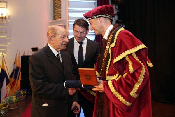 V roku 2017 dostal Július Vajó Cenu mesta Košice.