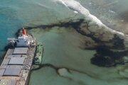 Únik ropy z lode pri pobreží Maurícia.