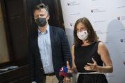 Ministerka kultúry Natália Milanová a riaditeľ Fondu na podporu umenia Jozef Kovalčik.