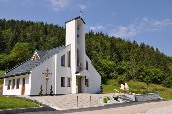 Nový kostol v Komjatnej.