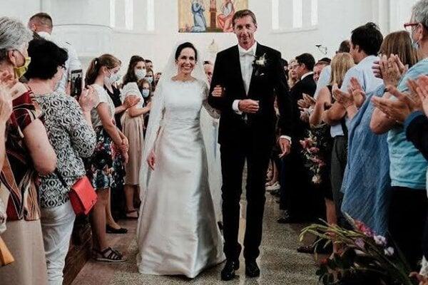 Novomanželia na obrade.