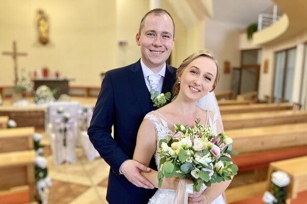 Mladomanželia Tomekovci.