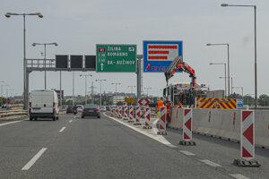 Uzávera zjazdu z Prístavného mosta na Bajkalskú a Slovnaftskú v Bratislave.