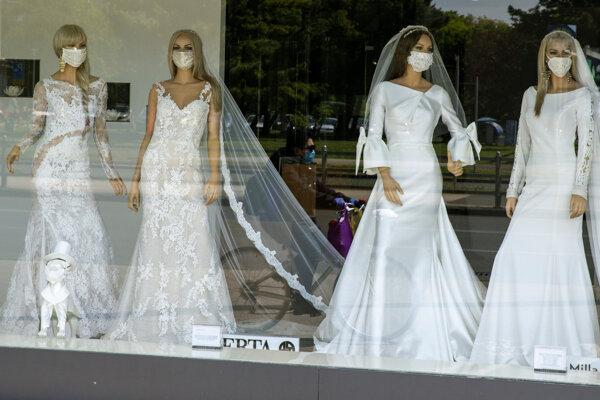Príležitosti sa chytili aj svadobné salóny.