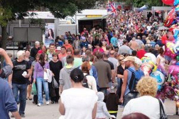Podľa organizátorov navštívilo Agrokomplex vyše 100 000 ľudí. Vyhradené parkovacie plochy v okolí výstaviska nestačili...