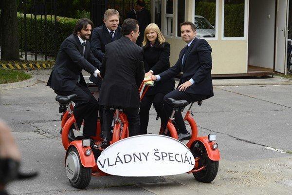 Na jeden deň v roku v stredu na čosi ako bicykel presadliaj ministri a premiér.