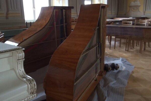 Prietrž mračien vytopila letohrádok Dardanely. Voda stekala aj po vzácnych historických klavíroch.