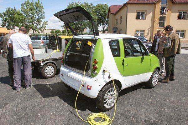 Štát plánuje, že do roku 2020 sa u nás predá 12-tisíc až 35-tisíc elektormobilov.