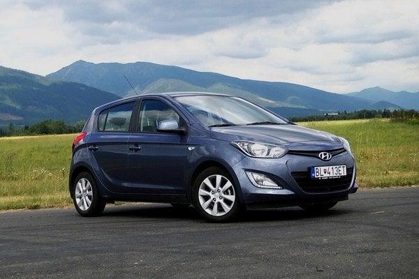 Hyundai i20 nemá zbytočné ozdoby, ale ponúka dobre využiteľný interiér.