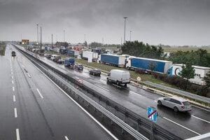 Hraničný priechod Rajka - Čunovo pri vstupe do Maďarska.