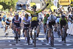 Wout van Aert sa teší z víťazstva v 5. etape Tour de France 2020.