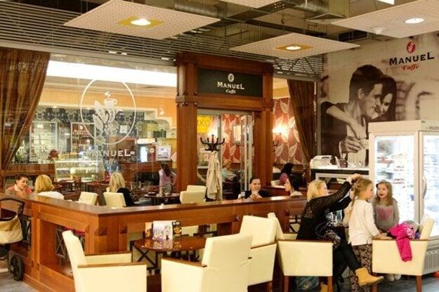 Príjemná atmosféra v kaviarni Manuel Caffé.