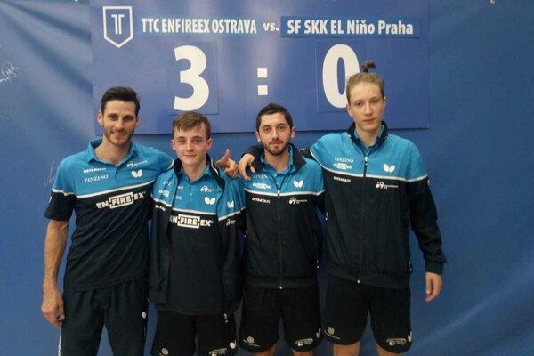 Filip Delinčák (druhý zľava) so spoluhráčmi zTTC Enfireex Ostrava.