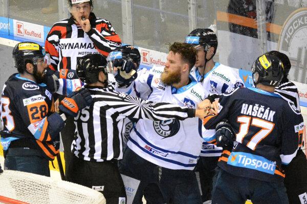 V minulej sezóne v zápasoch medzi Košicami a Popradom nechýbali ani vypäté emócie.