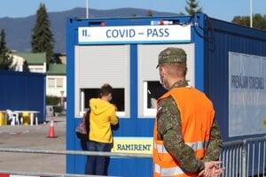 Fakultná nemocnica s poliklinikou F. D. Roosevelta spustila do prevádzky veľkokapacitné mobilné odberové miesto na odber vzoriek na testovanie COVID -19.