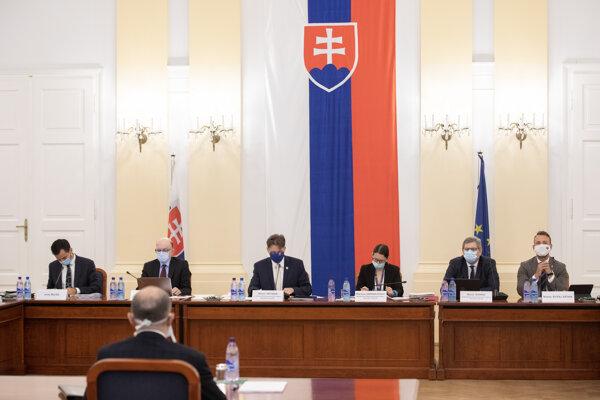 Štvrtkové vypočúvanie kandidátov na ústavných sudcov pred parlamentným výborom.