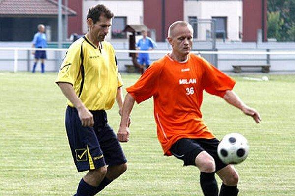 Z účastníkov minuloročného finálového turnaja bude v akcii iba mužstvo Nitrianskych Hrnčiaroviec. V oranžovom drese s loptou Štefan Nagy.