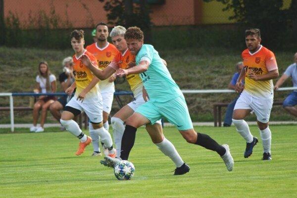 Lapáš zvíťazil v Ivanke, jeden z gólov strelil Miloš Šimončič.